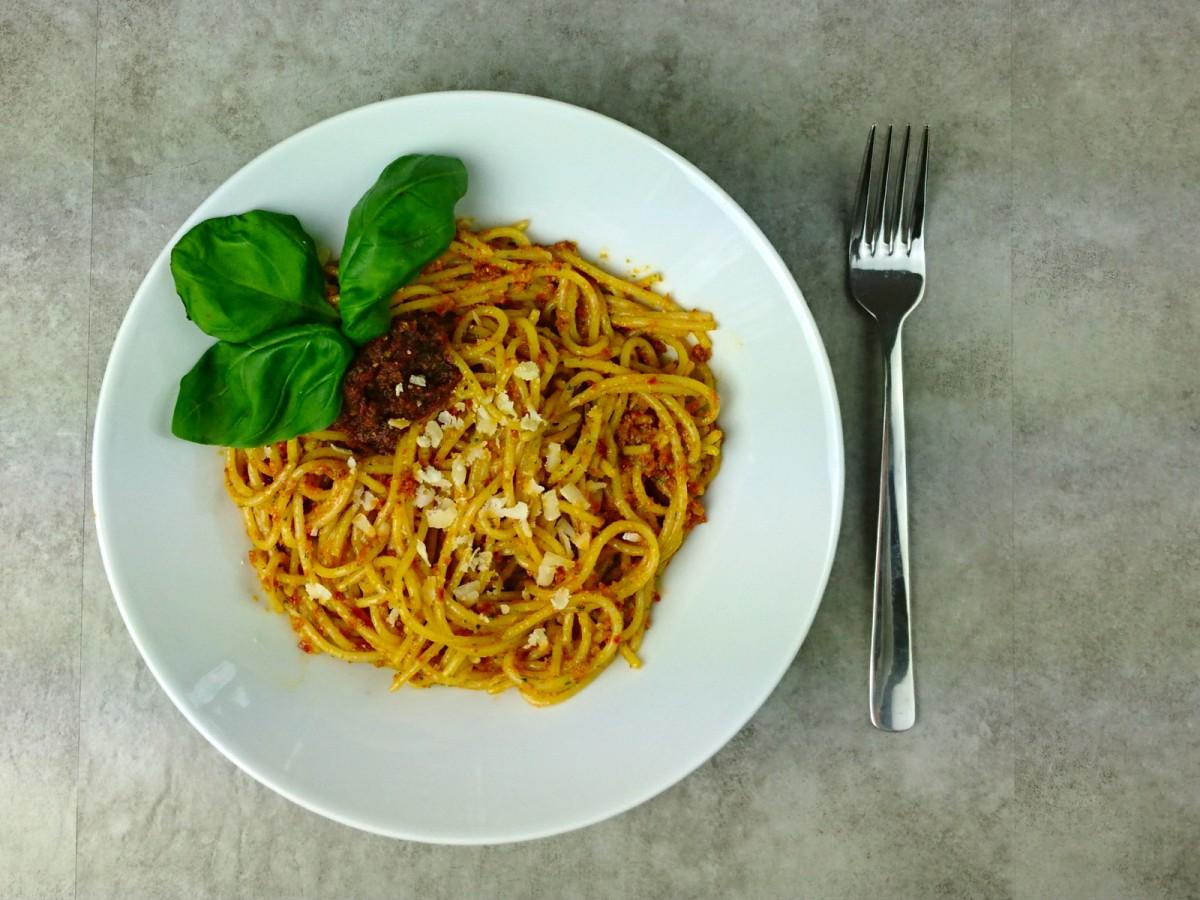 Tomaten Pesto mit Nudeln