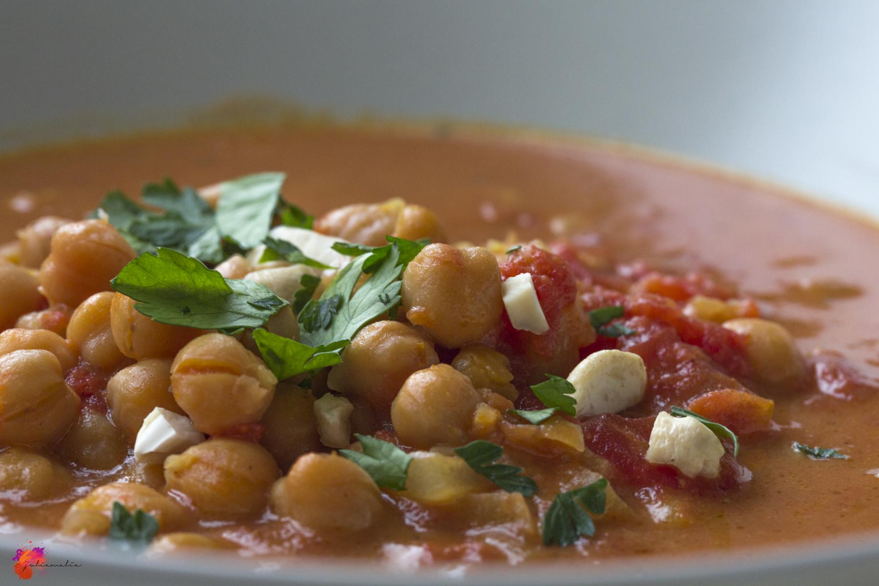 Curry mit Kichererbsen und Kokosmilch