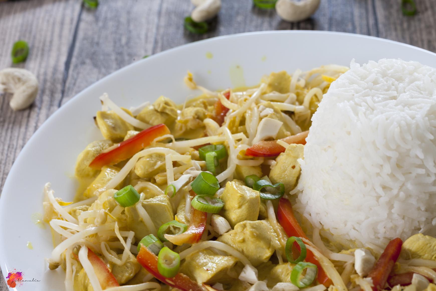gelbes Thai Curry Hähnchen